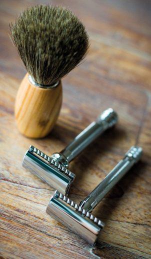 Brush with razors